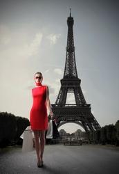 - Kırmızı Elbiseli Kadın ve Eyfel Kanvas Tablo