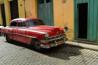 Kübada kırmızı araç Kanvas Tablo