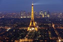 - Paris'in Ortasında Eyfel Kanvas Tablo