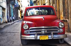 - Sokak Arasında Klasik Araç Kanvas Tablo
