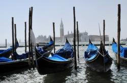 - Venedik'te Mavi Gondollar Kanvas Tablo